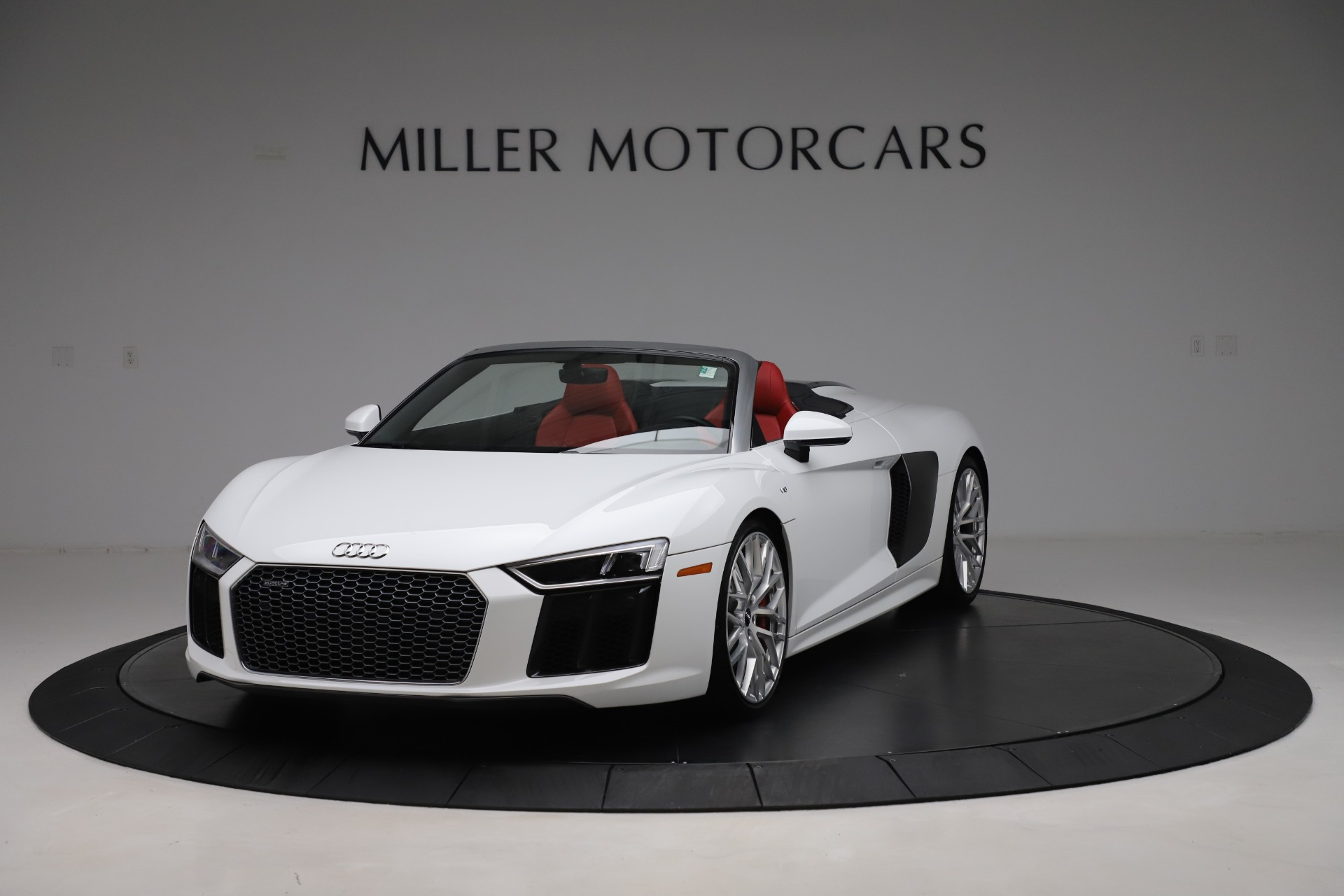 Used 2017 Audi R8 5.2 quattro V10 Spyder for sale $138,900 at Aston Martin of Greenwich in Greenwich CT 06830 1