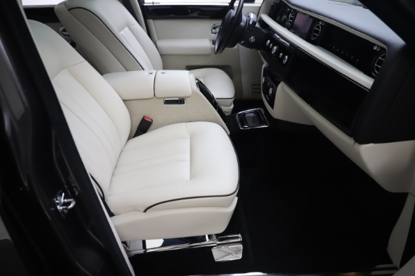 Used 2013 Rolls-Royce Phantom for sale Sold at Aston Martin of Greenwich in Greenwich CT 06830 18
