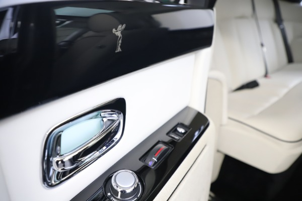Used 2013 Rolls-Royce Phantom for sale Sold at Aston Martin of Greenwich in Greenwich CT 06830 22