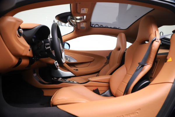 New 2020 McLaren GT Luxe for sale $244,675 at Aston Martin of Greenwich in Greenwich CT 06830 16