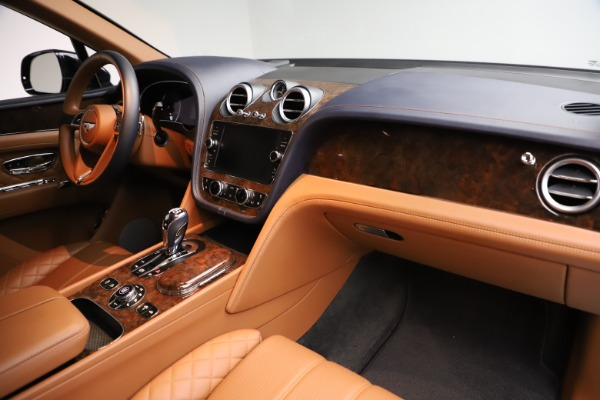 Used 2017 Bentley Bentayga W12 for sale $135,900 at Aston Martin of Greenwich in Greenwich CT 06830 18