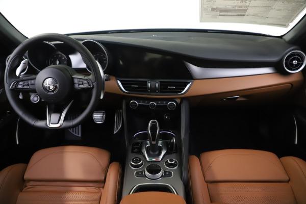 New 2020 Alfa Romeo Giulia Ti Sport Q4 for sale $54,995 at Aston Martin of Greenwich in Greenwich CT 06830 16