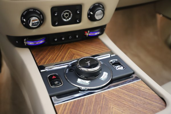 Used 2016 Rolls-Royce Dawn for sale $239,900 at Aston Martin of Greenwich in Greenwich CT 06830 27