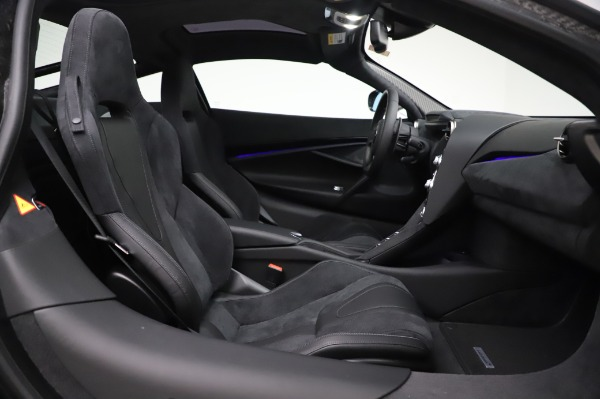 New 2020 McLaren 720S Performance for sale $347,550 at Aston Martin of Greenwich in Greenwich CT 06830 17