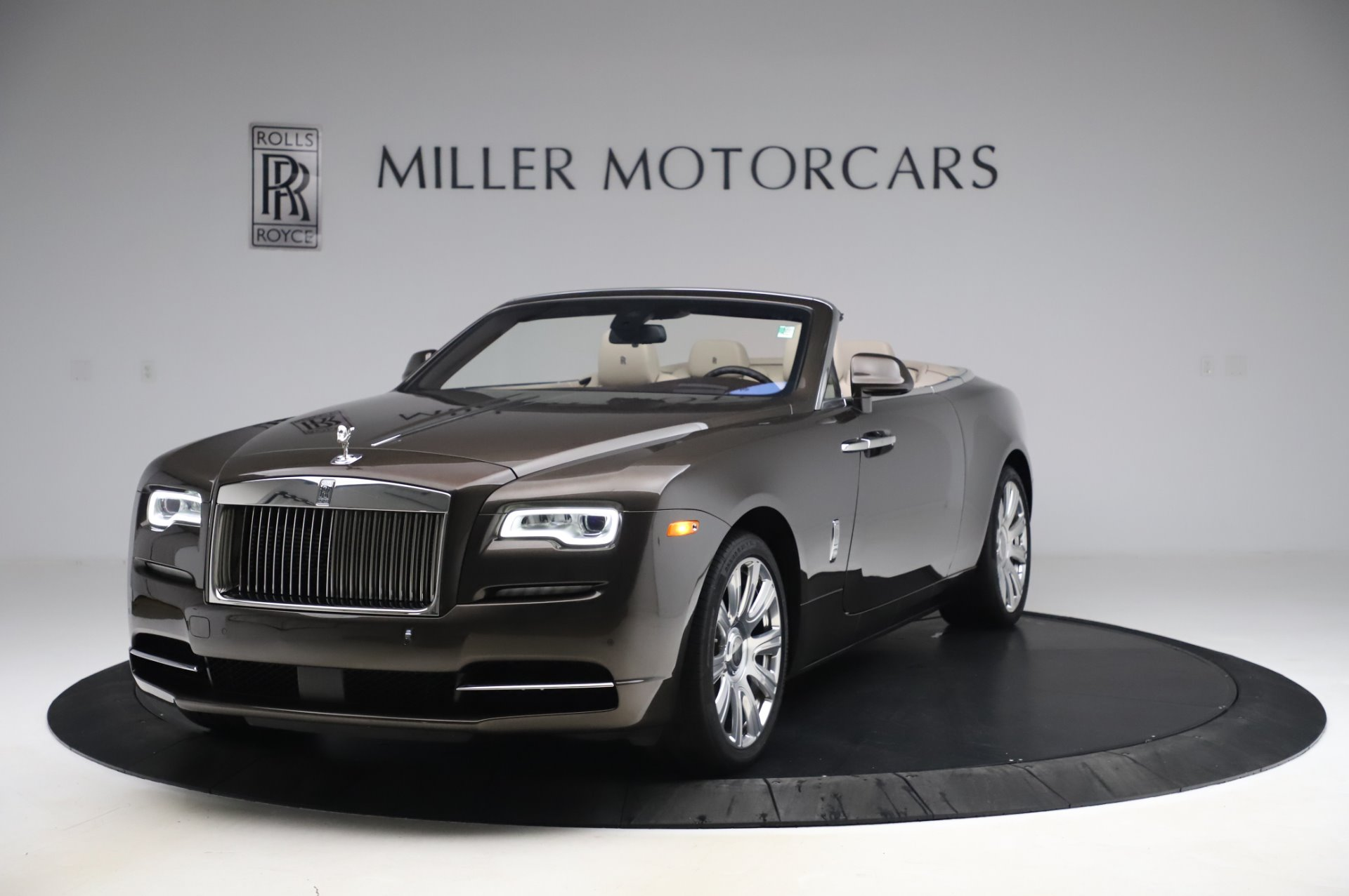 Used 2017 Rolls-Royce Dawn Base for sale $248,900 at Aston Martin of Greenwich in Greenwich CT 06830 1