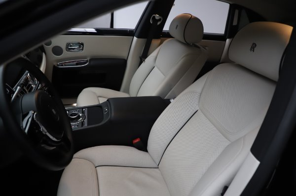 Used 2015 Rolls-Royce Ghost for sale $159,900 at Aston Martin of Greenwich in Greenwich CT 06830 12