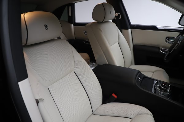 Used 2015 Rolls-Royce Ghost for sale $159,900 at Aston Martin of Greenwich in Greenwich CT 06830 13