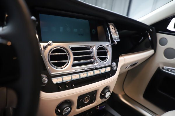 Used 2015 Rolls-Royce Ghost for sale $159,900 at Aston Martin of Greenwich in Greenwich CT 06830 23