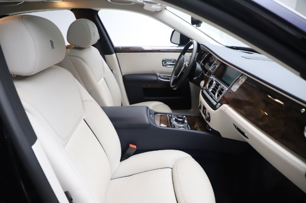 Used 2016 Rolls-Royce Ghost for sale $173,900 at Aston Martin of Greenwich in Greenwich CT 06830 13