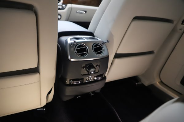 Used 2016 Rolls-Royce Ghost for sale $173,900 at Aston Martin of Greenwich in Greenwich CT 06830 25