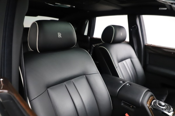 Used 2014 Rolls-Royce Phantom for sale $199,900 at Aston Martin of Greenwich in Greenwich CT 06830 13
