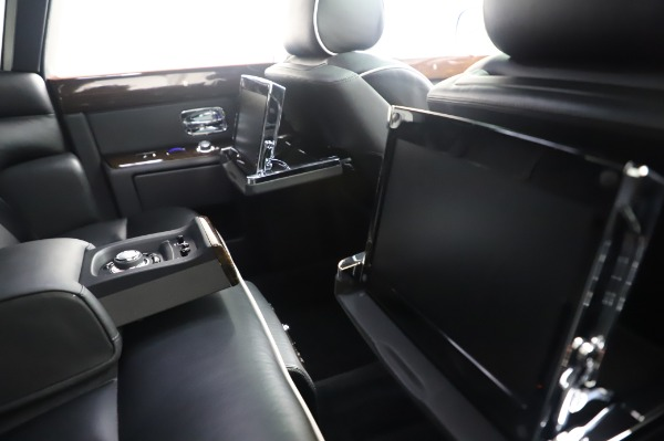 Used 2014 Rolls-Royce Phantom for sale $189,900 at Aston Martin of Greenwich in Greenwich CT 06830 18