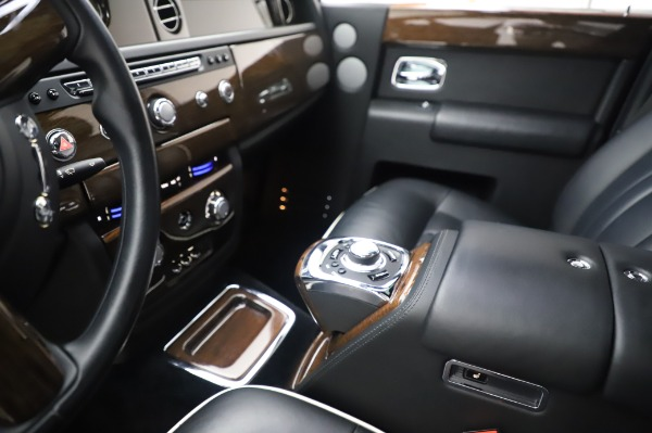 Used 2014 Rolls-Royce Phantom for sale $189,900 at Aston Martin of Greenwich in Greenwich CT 06830 21