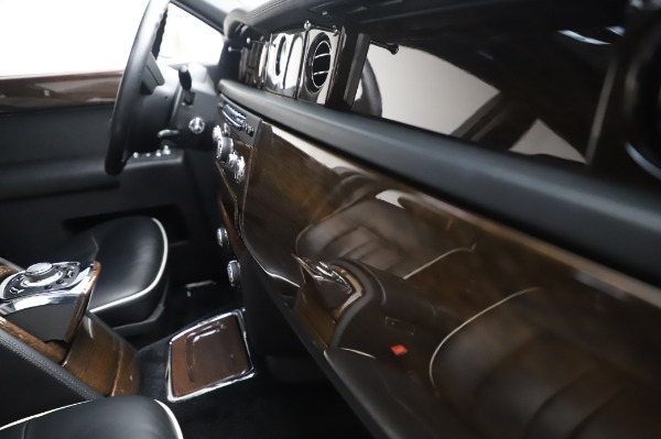 Used 2014 Rolls-Royce Phantom for sale $199,900 at Aston Martin of Greenwich in Greenwich CT 06830 25