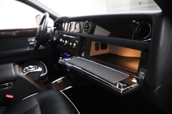 Used 2014 Rolls-Royce Phantom for sale $189,900 at Aston Martin of Greenwich in Greenwich CT 06830 26