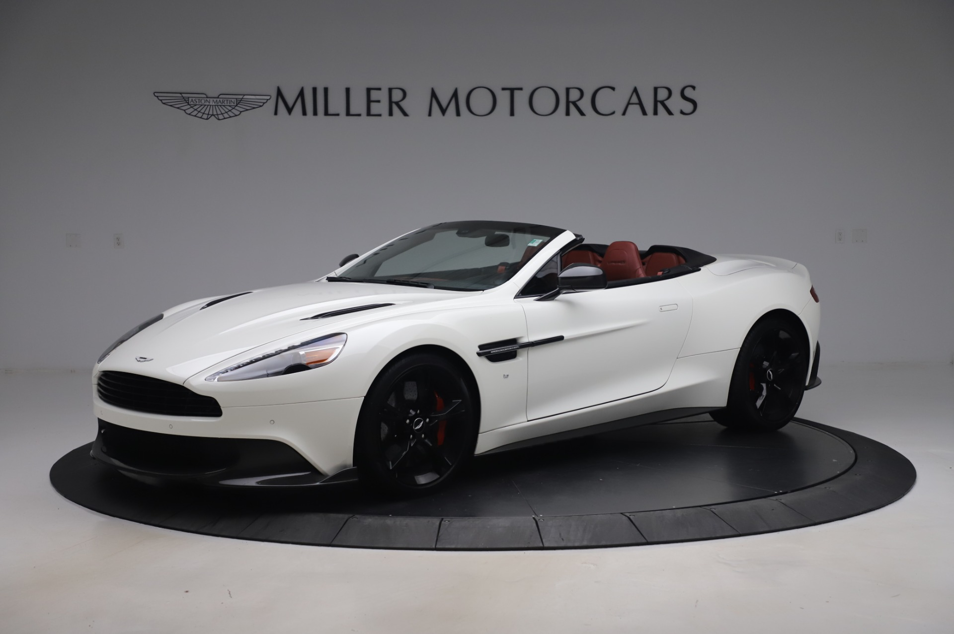 Used 2018 Aston Martin Vanquish S Volante for sale $193,900 at Aston Martin of Greenwich in Greenwich CT 06830 1