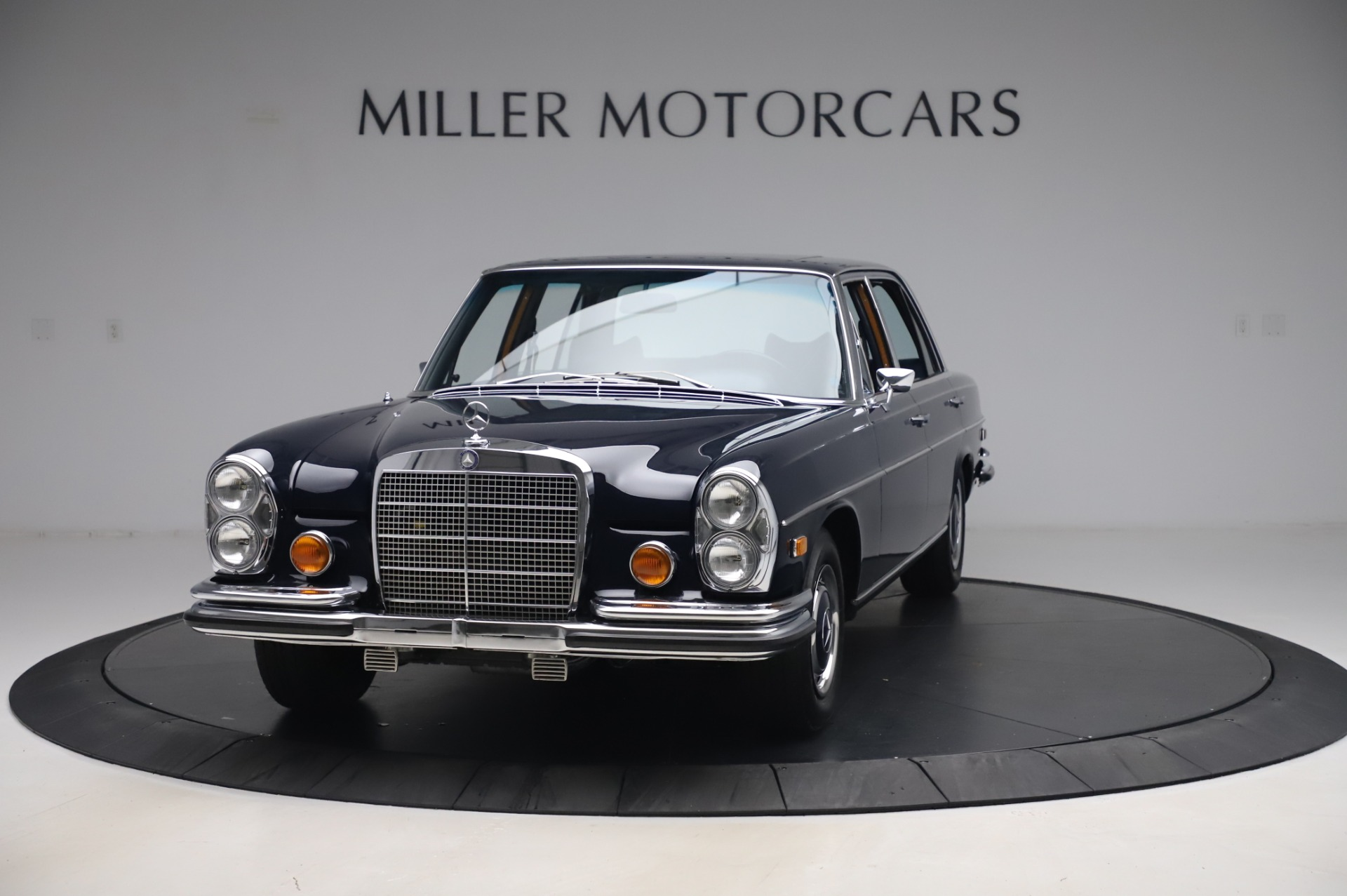 Used 1971 Mercedes-Benz 300 SEL 6.3 for sale $117,000 at Aston Martin of Greenwich in Greenwich CT 06830 1