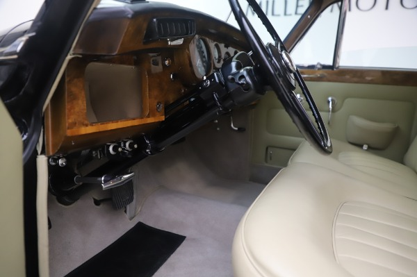 Used 1965 Rolls-Royce Silver Cloud III for sale $99,900 at Aston Martin of Greenwich in Greenwich CT 06830 18