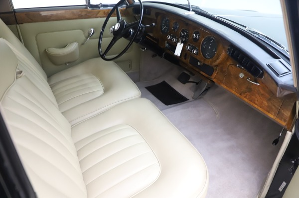 Used 1965 Rolls-Royce Silver Cloud III for sale $99,900 at Aston Martin of Greenwich in Greenwich CT 06830 23