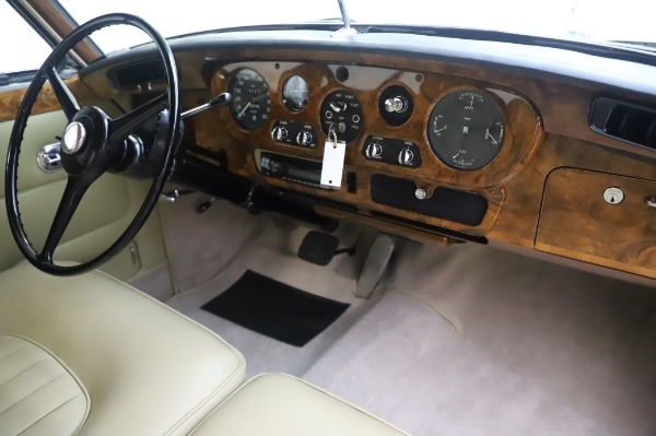 Used 1965 Rolls-Royce Silver Cloud III for sale $99,900 at Aston Martin of Greenwich in Greenwich CT 06830 25