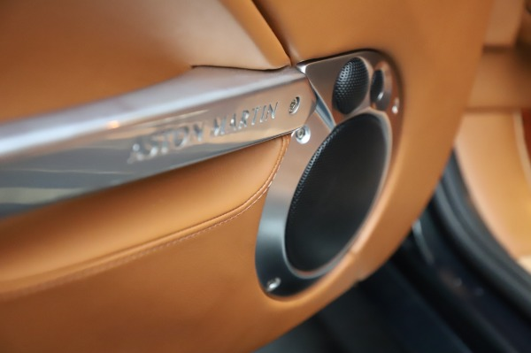 Used 2003 Aston Martin V12 Vanquish Coupe for sale $79,900 at Aston Martin of Greenwich in Greenwich CT 06830 18