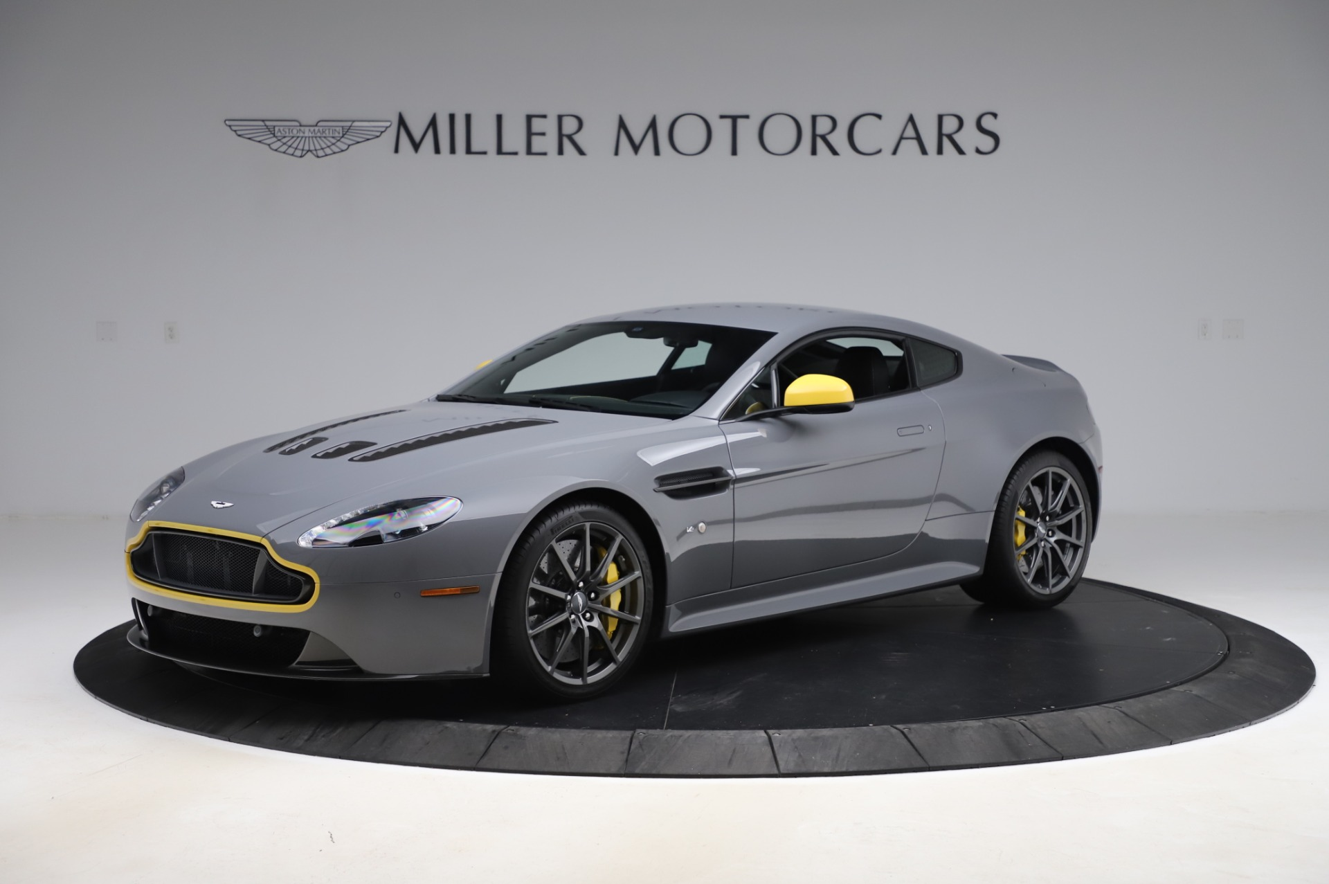 Used 2017 Aston Martin V12 Vantage S for sale $185,900 at Aston Martin of Greenwich in Greenwich CT 06830 1