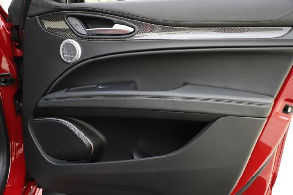 New 2020 Alfa Romeo Stelvio Ti Sport Carbon Q4 for sale $58,745 at Aston Martin of Greenwich in Greenwich CT 06830 25