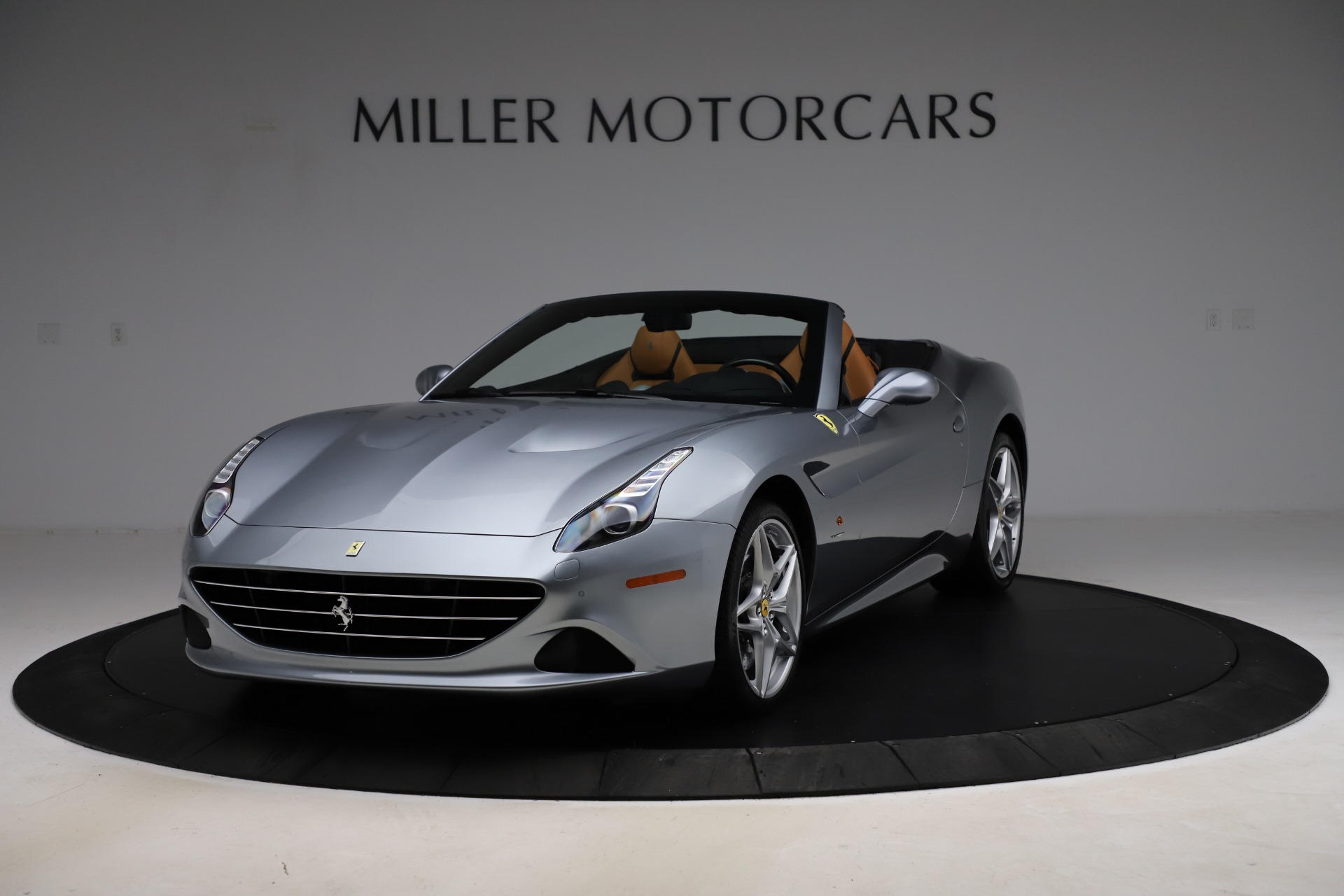 Used 2016 Ferrari California T for sale $157,900 at Aston Martin of Greenwich in Greenwich CT 06830 1