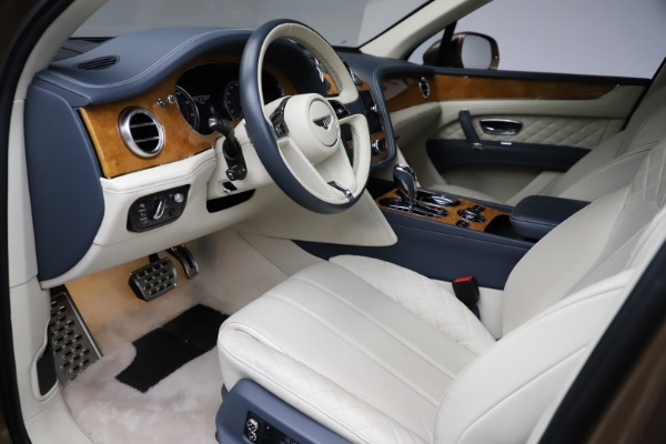 Used 2017 Bentley Bentayga W12 for sale $145,900 at Aston Martin of Greenwich in Greenwich CT 06830 17