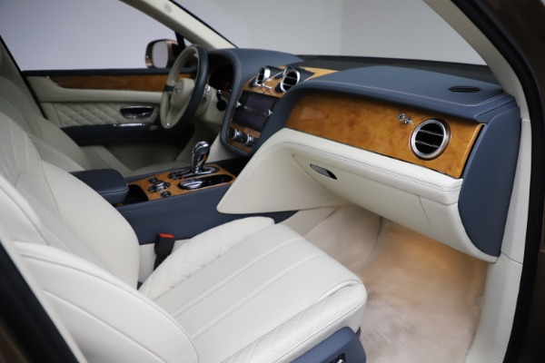 Used 2017 Bentley Bentayga W12 for sale $145,900 at Aston Martin of Greenwich in Greenwich CT 06830 24