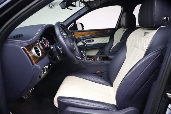 Used 2018 Bentley Bentayga W12 Signature Edition for sale $149,900 at Aston Martin of Greenwich in Greenwich CT 06830 18