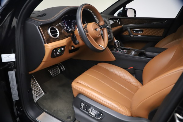Used 2017 Bentley Bentayga W12 for sale $126,900 at Aston Martin of Greenwich in Greenwich CT 06830 18