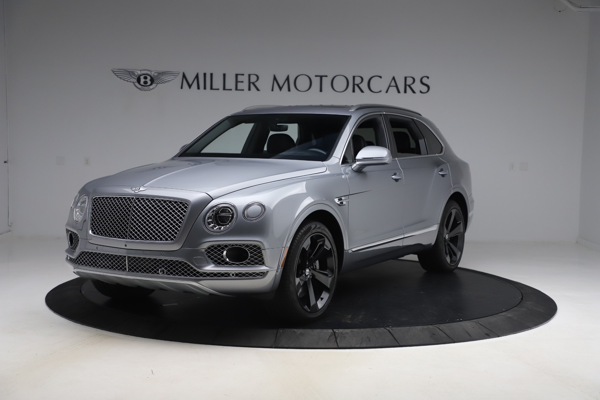 Used 2018 Bentley Bentayga W12 Signature Edition for sale $149,900 at Aston Martin of Greenwich in Greenwich CT 06830 1