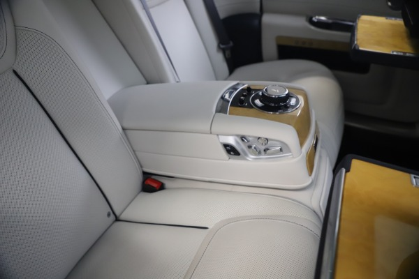 Used 2018 Rolls-Royce Ghost for sale $249,900 at Aston Martin of Greenwich in Greenwich CT 06830 24