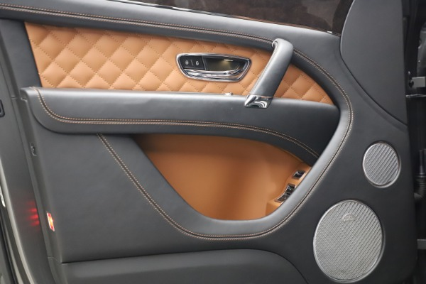 Used 2018 Bentley Bentayga W12 for sale $156,900 at Aston Martin of Greenwich in Greenwich CT 06830 18