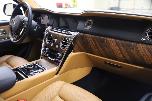 Used 2019 Rolls-Royce Cullinan for sale Sold at Aston Martin of Greenwich in Greenwich CT 06830 17
