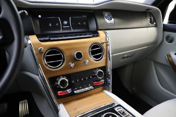 Used 2019 Rolls-Royce Cullinan for sale $349,900 at Aston Martin of Greenwich in Greenwich CT 06830 28