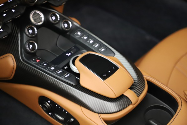 New 2021 Aston Martin Vantage Roadster Convertible for sale $205,686 at Aston Martin of Greenwich in Greenwich CT 06830 18