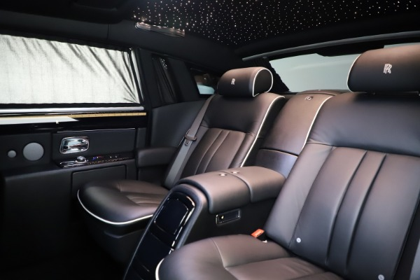 Used 2015 Rolls-Royce Phantom EWB for sale $299,900 at Aston Martin of Greenwich in Greenwich CT 06830 14