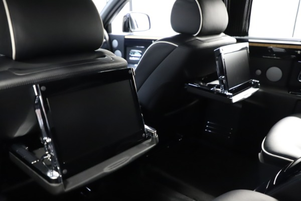 Used 2015 Rolls-Royce Phantom EWB for sale $299,900 at Aston Martin of Greenwich in Greenwich CT 06830 16