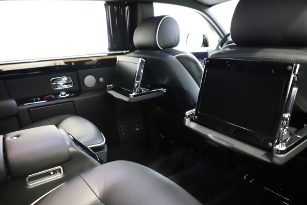 Used 2015 Rolls-Royce Phantom EWB for sale $299,900 at Aston Martin of Greenwich in Greenwich CT 06830 17