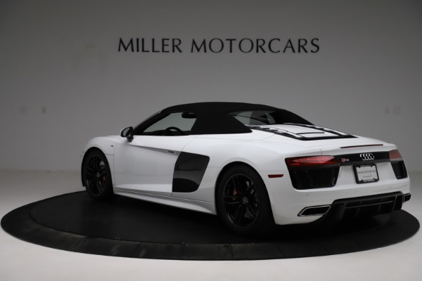 Used 2018 Audi R8 Spyder for sale $154,900 at Aston Martin of Greenwich in Greenwich CT 06830 18