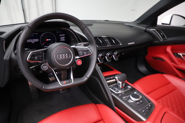 Used 2018 Audi R8 Spyder for sale $154,900 at Aston Martin of Greenwich in Greenwich CT 06830 19