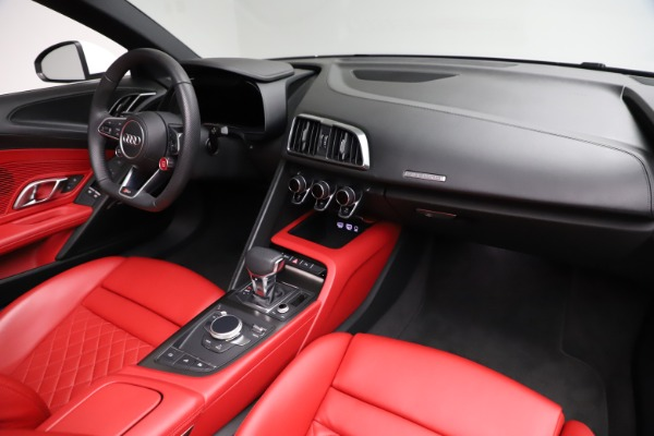 Used 2018 Audi R8 Spyder for sale $154,900 at Aston Martin of Greenwich in Greenwich CT 06830 25