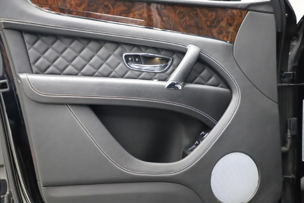 Used 2018 Bentley Bentayga W12 Signature for sale $153,900 at Aston Martin of Greenwich in Greenwich CT 06830 17