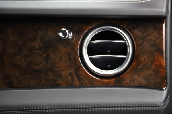 Used 2018 Bentley Bentayga W12 Signature for sale $153,900 at Aston Martin of Greenwich in Greenwich CT 06830 26