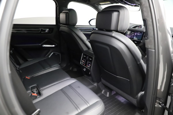 Used 2020 Porsche Cayenne Turbo for sale $145,900 at Aston Martin of Greenwich in Greenwich CT 06830 25