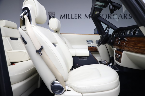 Used 2009 Rolls-Royce Phantom Drophead Coupe for sale $225,900 at Aston Martin of Greenwich in Greenwich CT 06830 25
