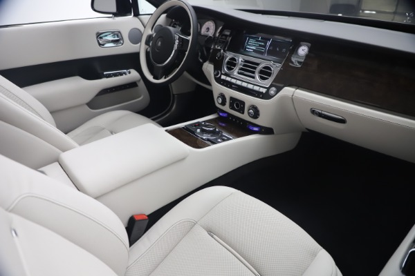 New 2021 Rolls-Royce Dawn for sale $391,350 at Aston Martin of Greenwich in Greenwich CT 06830 28