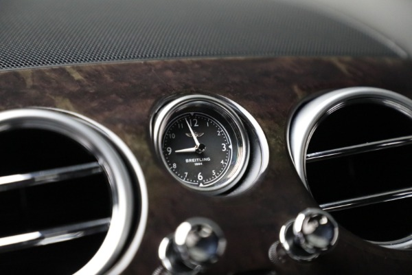 Used 2017 Bentley Flying Spur V8 for sale $144,900 at Aston Martin of Greenwich in Greenwich CT 06830 24